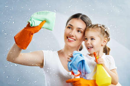 happy family do the cleaning Banque d'images