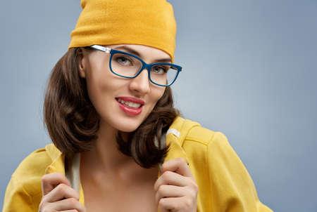 眼鏡をかけている美容女性