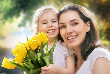 m�re et enfants: heureuse m�re et enfant ensemble