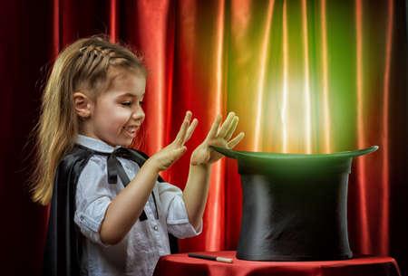 mago: el peque�o mago hace trucos Foto de archivo