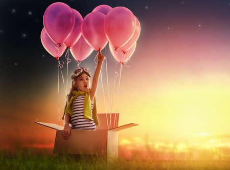 Dítě se připravit na cestu Reklamní fotografie
