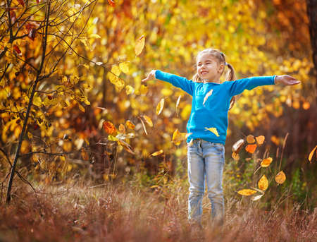 mignonne petite fille: happy little child, baby girl laughing and playing in the autumn on the nature walk outdoors