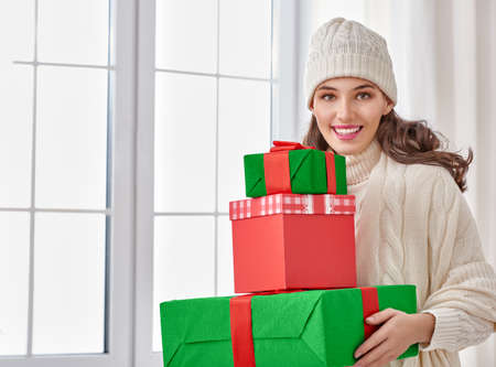 christmas shopper: Beautiful young woman with gift boxes