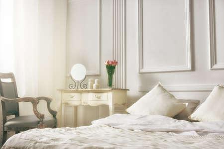 #51255040   Schlafzimmer In Sanften, Hellen Farben. Großes, Bequemes  Doppelbett In Eleganten Klassischen Schlafzimmer