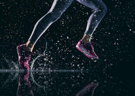 운동 선수는 근접 발. 건강한 생활 및 스포츠 개념.