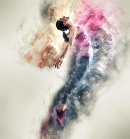 아름 다운 젊은 여자 춤과 점프. 스튜디오에서 포즈 현대적인 스타일 댄서. 스톡 콘텐츠