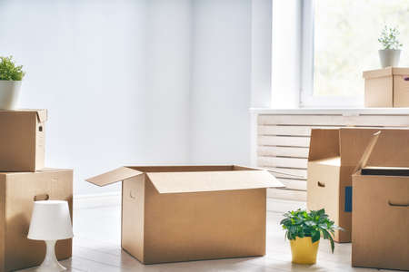 Cardboard boxes in empty new apartment. Stockfoto