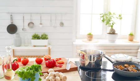 Alimentation équilibrée, cuisine, concept culinaire et alimentaire. Nourriture pour un dîner en famille. Banque d'images