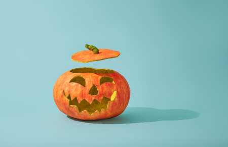 Happy halloween! Pumpkin lantern on turquoise background. 스톡 콘텐츠 - 129233328