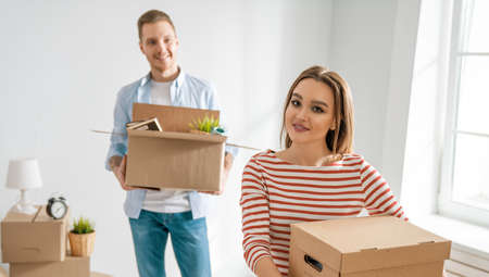 Happy young married couple are moving to new apartment. Zdjęcie Seryjne