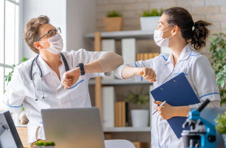 Doctors are talking. People are working in medical office. Stockfoto