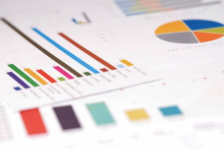 Grafieken Grafieken spreadsheet papier. Financiële ontwikkeling, bankrekening, statistiek, investeringsanalytisch onderzoek data-economie, beurs Business office company meeting concept.