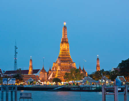wat arun: The Pagoda of Wat Arun in twilight