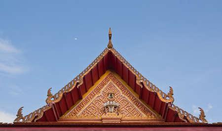 Temple bouddhiste pignon avec l'apex