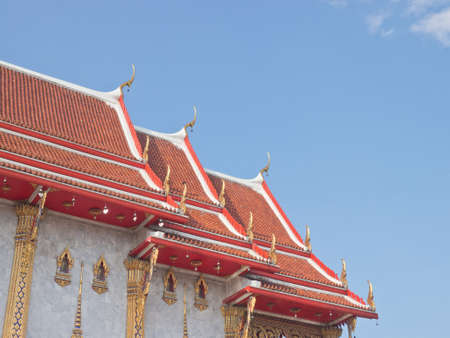 Thai Buddhism style roof top with apex under blue sky Stock fotó