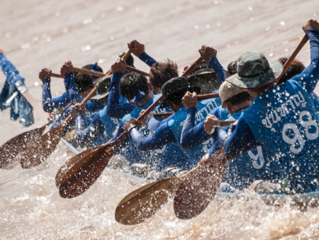 Long boat racing must use teamwork for fight in the river at Thailand