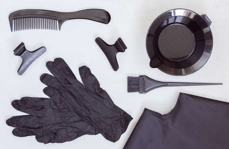 Black tools for hair coloring. Comb, bowl, brush, gloves, hair clips and Cape. Hair salon accessories. Banque d'images