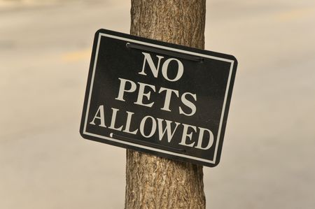 restricting: Sign restricting the presence of pets in the area