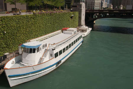 sightseeng: Chicago river sightseeng architectural boat tour in downtown Stock Photo