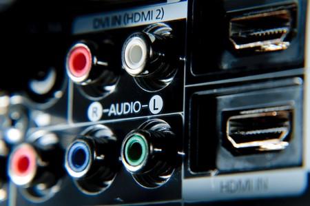 rca: Connessioni rca rosso, bianco, verde e blu dietro ad alta definizione tv.