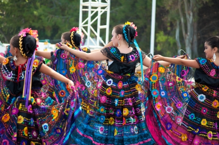 baile: COSTA MESA, CA - JULY 24: Unidentified Mexican dancers perform in traditional costumes on stage at the Orange County State Fair in Costa Mesa, CA on July 24th 2010.