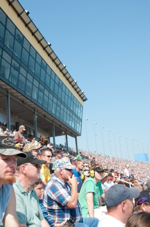 KANSAS CITY ,MO - SEPTEMBER 28  Crowd in the Kansas City Speedway during race day in Kansas City, MO on September 28, 2008  Stok Fotoğraf - 14311756