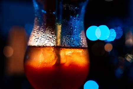 Cold drinks with sparkling water on the glass in the party light Imagens