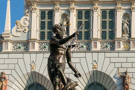 The Neptune's Fountain in Old Town of Gdansk, Poland. The fountain is located in the central point. Town Hall building in the back. City tour. Clear and bright day. Stockfoto