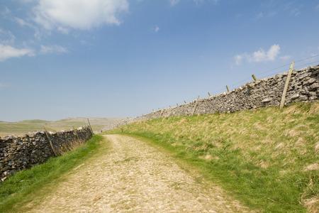 yorkshire dales: calzada romana en el Parque Nacional de Yorkshire Dales