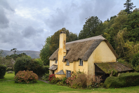 thatched roof: Thatched roof cottage in Selworthy village Somerset