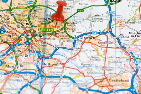 Stadtplan von Leeds mit rotem Stift