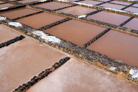 evaporacion: Estanques de evaporaci�n para la producci�n de sal marina Foto de archivo