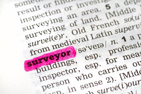 topografo: Definición del diccionario de la palabra topógrafo Foto de archivo