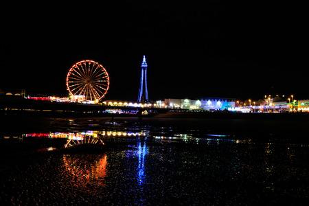 op het strand in Blackpool 's nachts Stockfoto