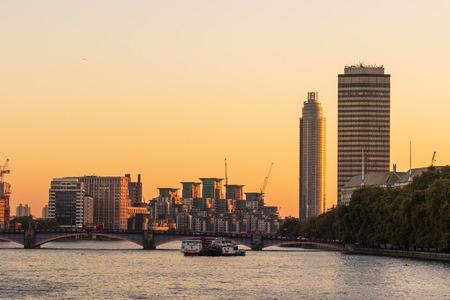 London early morning at sunrise, Sunrise skyline Redakční
