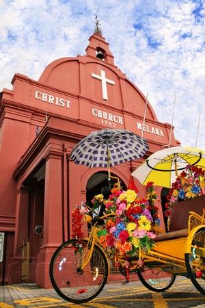 Twee iconen van Malakka, Maleisië De fietstaxi Beca en Christ Church