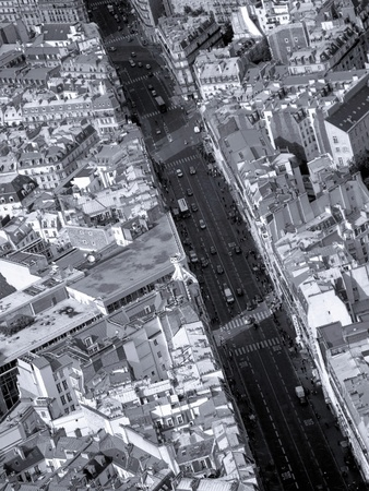 urban jungle: B W aerial view of a Parisian neighbourhood with a boulevard cutting through  Stock Photo