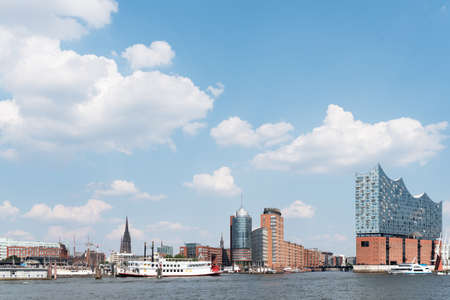 Hamburg cityscape with Elbe River, waterfront and concert hall against beautiful blue summer sky Banque d'images