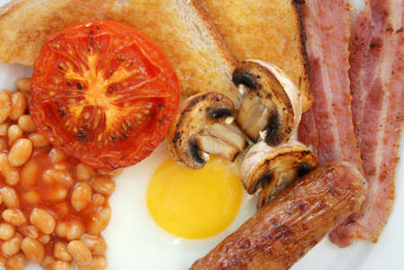 english breakfast: Close up of ingredients in full English breakfast