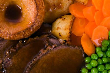 arrosto: Primo piano immagine di roast beef pasto e guarnizioni