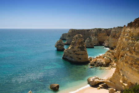 praia: Section of the idyllic Praia da Marinha beach, Algarve, Portugal