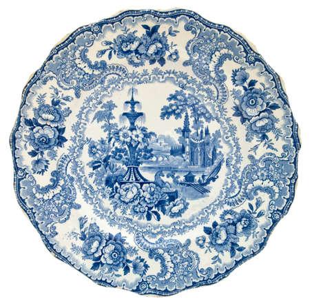 Un Staffordshire bianco e blu trasferimento stampato piatto con un classico disegno c1850 - vera e propria serie di antiquariato