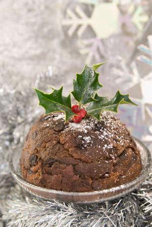 plum pudding: Traditional Christmas pudding in un fiocco di neve impostazione argento