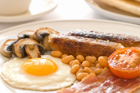 bacon baked beans: Traditional fried breakfast in place setting