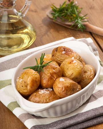 Rustico con patate al rosmarino e olio d'oliva Archivio Fotografico