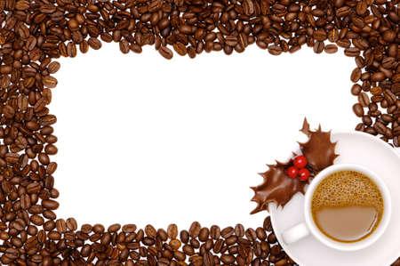 feliz: Caff� festivo confine con la tazza di caff� con cioccolato agrifoglio  Archivio Fotografico