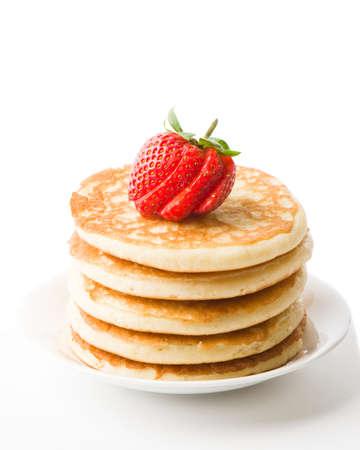hot cakes: Pila de panqueques reci�n preparadas rematado con fresa