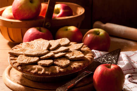 farmhouses: Freshly baked apple pie decorated with pastry leaves in country kitchen
