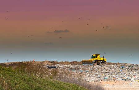 Arbeiten Deponie in der Landschaft