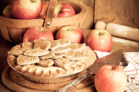 fayre: Rustic apple pie prepared with ripe apples for Thanksgiving in kitchen setting